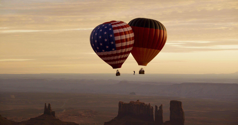 Brücken bauen über dem Monument Valley